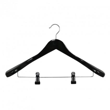 Must puidust laiaõlgne riidepuu, metallist klõpsudega